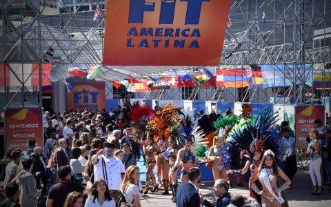 """""""Con la magia del Carnaval del País abrió el segundo día de la Feria Internacional de Turismo """""""