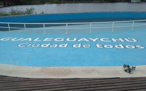 Comenzó el acondicionamiento de la pileta de la Playa del Puente