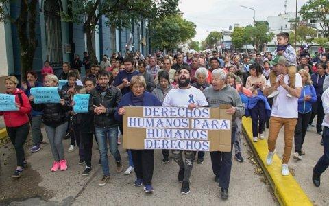 """Alrededor de 200 personas marcharon por la liberación del policía acusado de """"Gatillo fácil"""""""