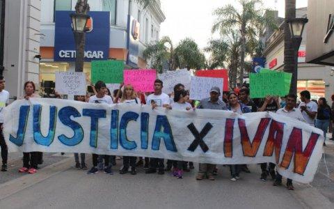 La familia de Iván Perez marchó pidiendo justicia
