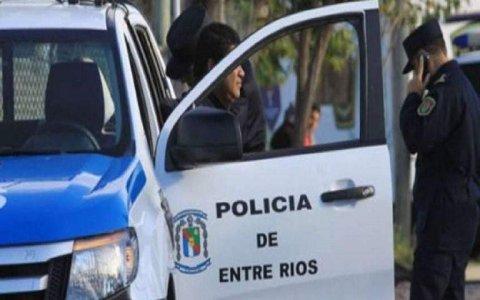 La policía rescató a dos pequeños  de 8 y 9 años abandonados dentro dela vivienda
