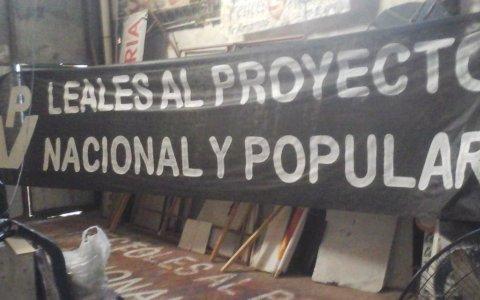 Día de la Lealtad: agrupaciones peronistas colgarán banderas en el puente Méndez Casariego en apoyo a Alberto Fernández