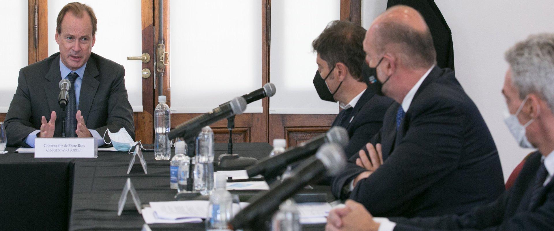 """""""Necesitamos volver a tener buques con bandera argentina en la Hidrovía Paraná Paraguay"""", afirmó Bordet"""