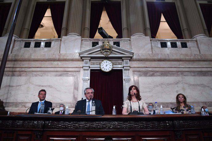 Alberto Fernández defendió plan de vacunación y admitió error por vacunación VIP