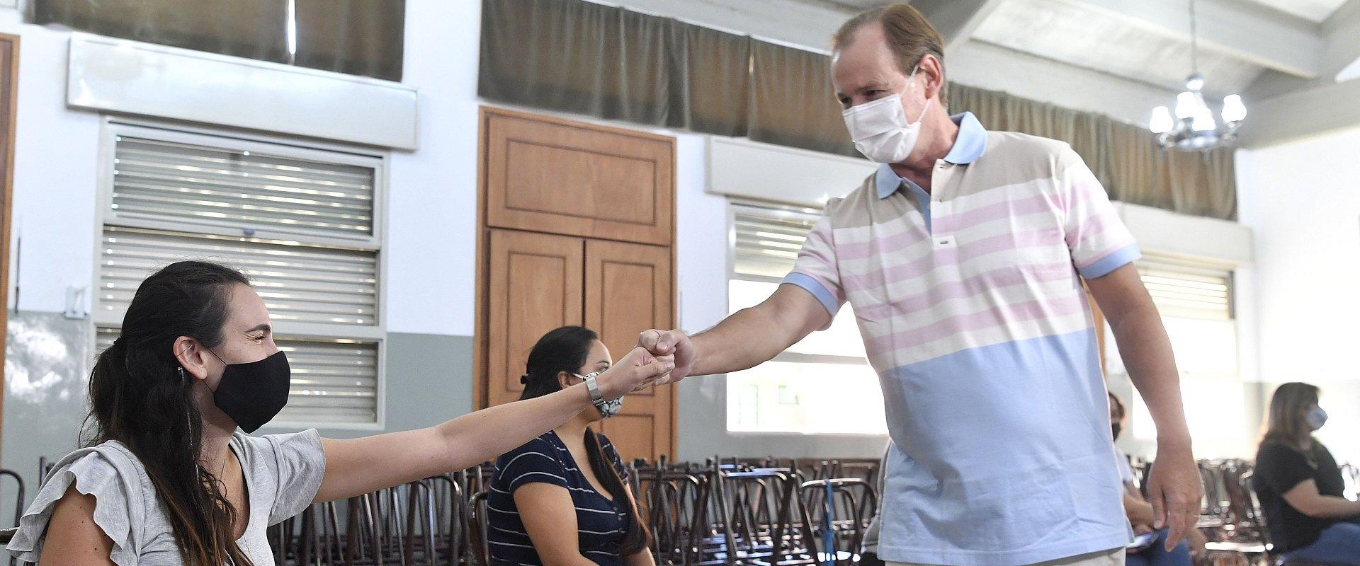 El gobierno avanza en frentes simultáneos con distintos grupos objetivo para inmunizar