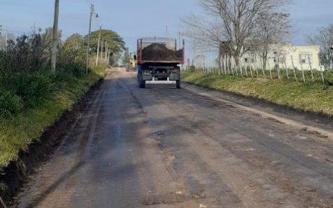 Trabajos de reparación y mantenimiento en la trama vial de Irazusta y caminos rurales aledaños