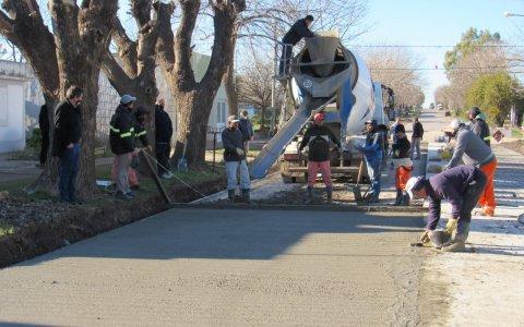 Larroque: avanza la obra de repavimentación de calle Tomas Pauletti