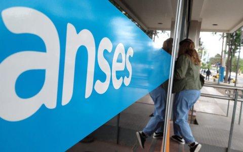 Jubilaciones, AUH y otros beneficios de Anses: quiénes cobran este martes 21