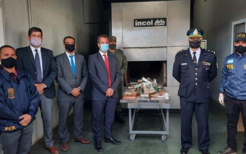 El Juzgado Federal y la Policía Federal quemaron casi una tonelada de droga incautada